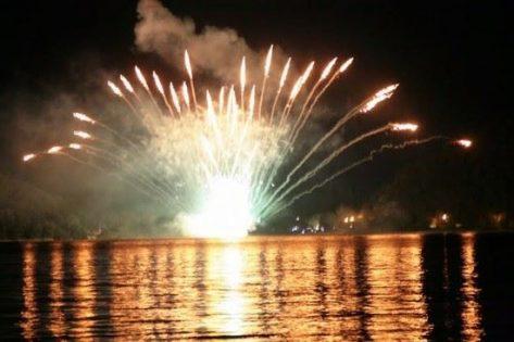"""16 ago """"Fiaccolata e Spettacoli pirotecnici sul lago"""" Scanno"""